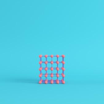 Streszczenie różowe kule w polu drutu na jasnym niebieskim tle