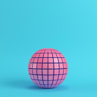 Streszczenie segmentowane kula różowy na jasnym niebieskim tle