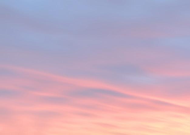 Streszczenie tło z chmurami