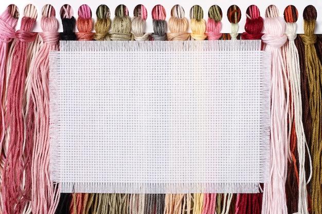 Streszczenie tło z kolorowych nici do haftu krzyżykowego