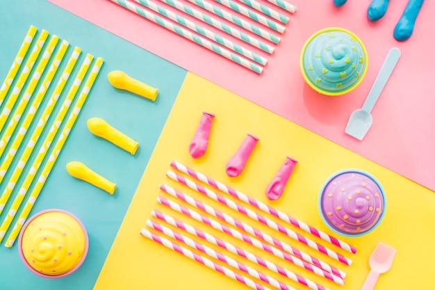 Streszczenie urodzin tle z cupcakes i balonów