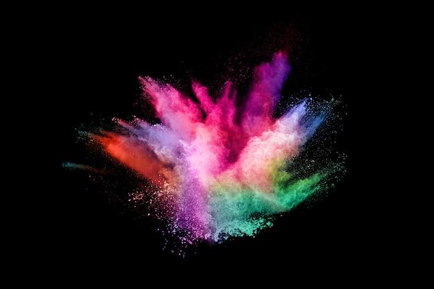 Streszczenie wybuchu pyłu kolorowe na czarnym tle