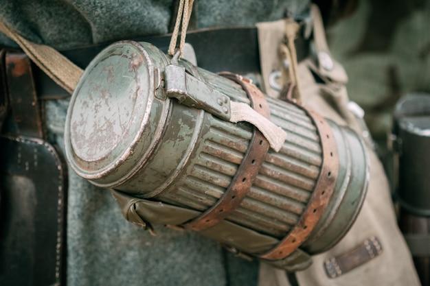 Strój żołnierza wehrmachtu do maski przeciwgazowej