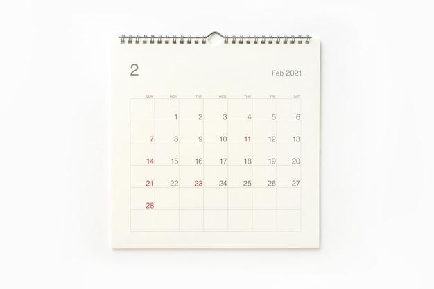 Strona kalendarza lutego 2021 na białym tle. tło kalendarza dla przypomnienia, planowania biznesowego, spotkania terminowego i wydarzenia.