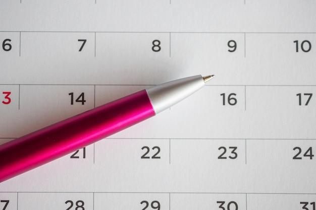 Strona kalendarza z piórem