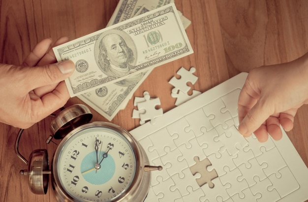 Strony wprowadzania ostatnich wyrzynarki w handlu pieniędzmi dla koncepcji rozwiązania finansowego