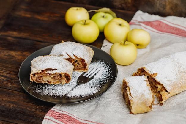 Strudel jabłkowy z cukrem