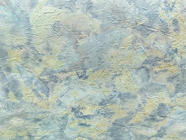 Struktura abstrakcyjnego tła w postaci szorstkiego nieregularnego gipsu jasnoniebieskiego koloru.