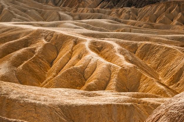 Struktury z piaskowca w zabriskie point w death valley national park