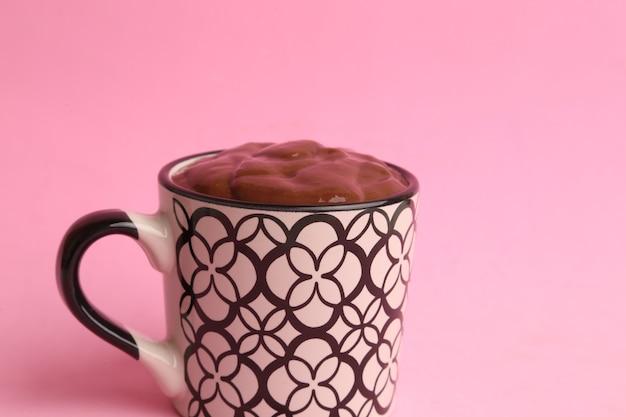 Strzał zbliżenie pyszne domowe gorącej czekolady