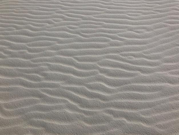 Strzał zbliżenie smaganego wiatrem piasku na pustyni w nowym meksyku - idealne dla tła
