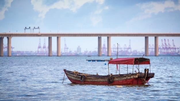 Strzał zbliżenie starej łodzi w yuen long