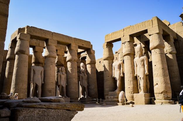 Strzał zbliżenie świątyni w luksorze w egipcie