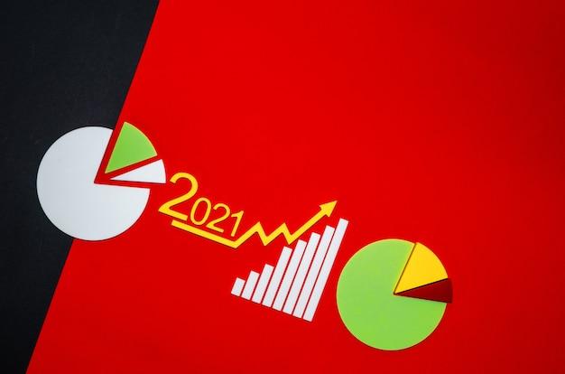 Strzałka w górę na giełdzie. sukces rosnącego wzrostu sprowadza się do koncepcji. skopiuj miejsce na tekst.wykres sprawozdania finansowego