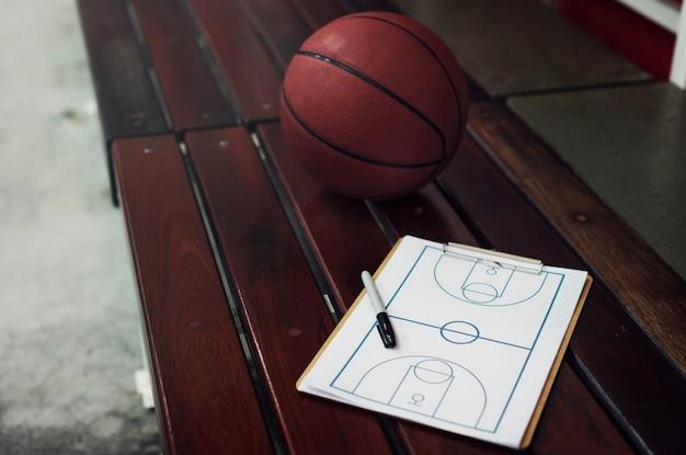 Strzelec młodych koszykarz