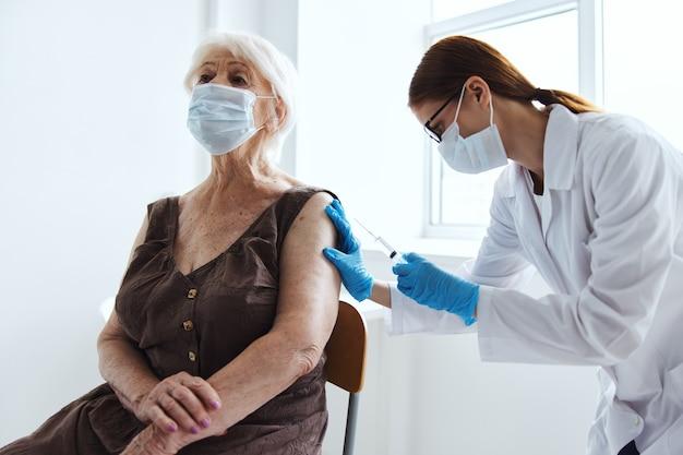 Strzykawka lekarska z ochroną przed szczepionką