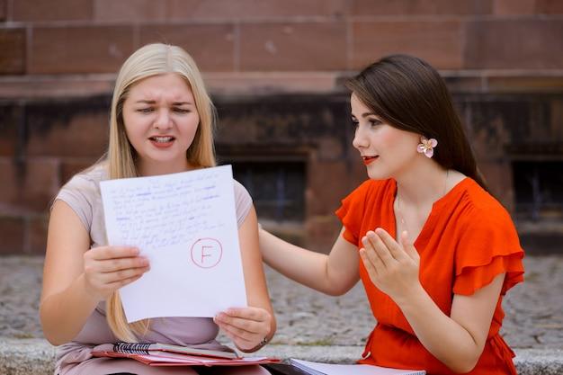 Studenci po uzyskaniu wyników testów