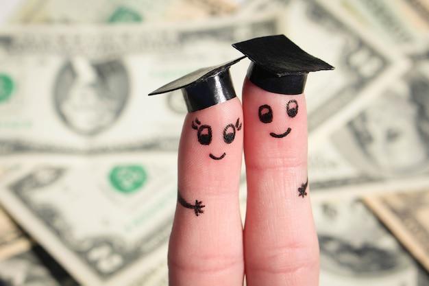 Studenci posiadający dyplom po ukończeniu studiów na dolarach