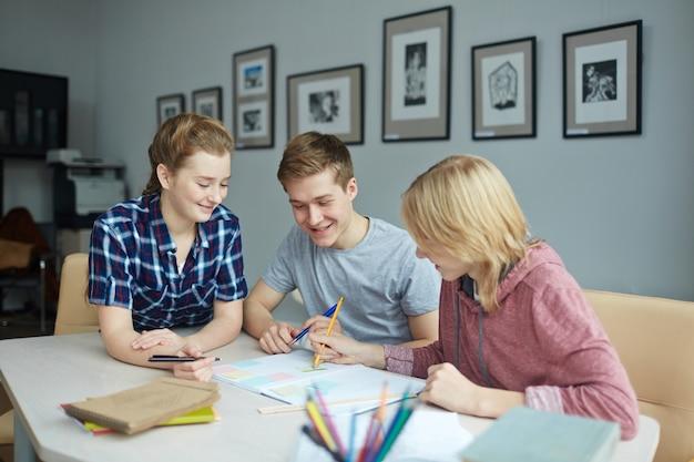 Studenci przy przerwie