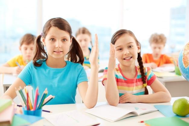 Studenci znając odpowiedź w klasie