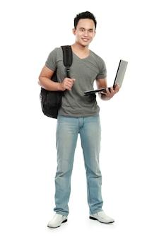 Student collegu z laptopem odizolowywającym