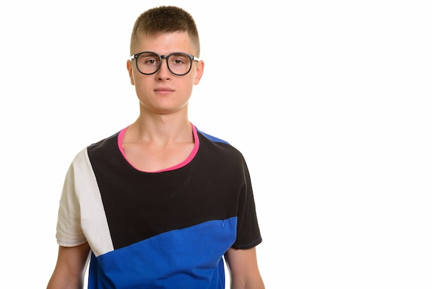 Studio strzałów młodego człowieka rasy kaukaskiej frajerem w okularach