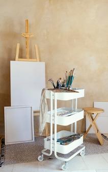 Studio z rekwizytami do malowania