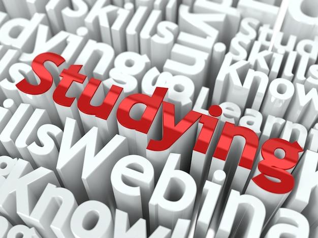 """Studiowanie koncepcji. słowo """"studiowanie"""" koloru czerwonego umieszczone na innych szarych słowach."""