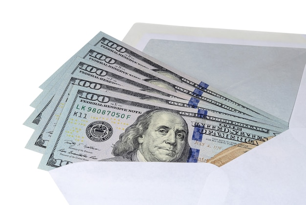 Studolarowe banknoty w kopercie pocztowej