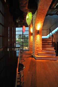 Styl dekoracji baru loft