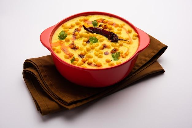 Styl pendżabski dahi boondi kadhi lub kadi lub curry