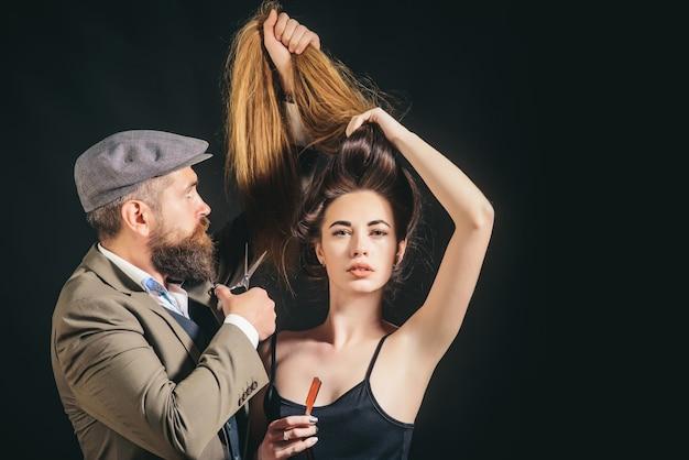 Stylista i stylista fryzur. pielęgnacja włosów. modne i stylowe. długie włosy. fryzura modowa