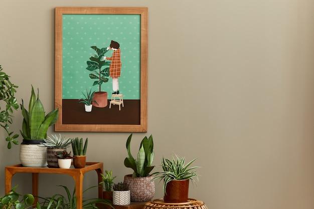 Stylowa kompozycja botaniczna przydomowego ogrodu z drewnianą makietową ramą plakatową, wypełnioną mnóstwem pięknych roślin domowych, kaktusów, sukulentów w różnych designerskich donicach i akcesoriach florystycznych