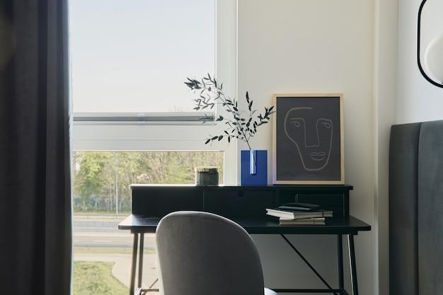 Stylowa kompozycja małego nowoczesnego wnętrza przestrzeni roboczej minimalistyczna koncepcja szablon