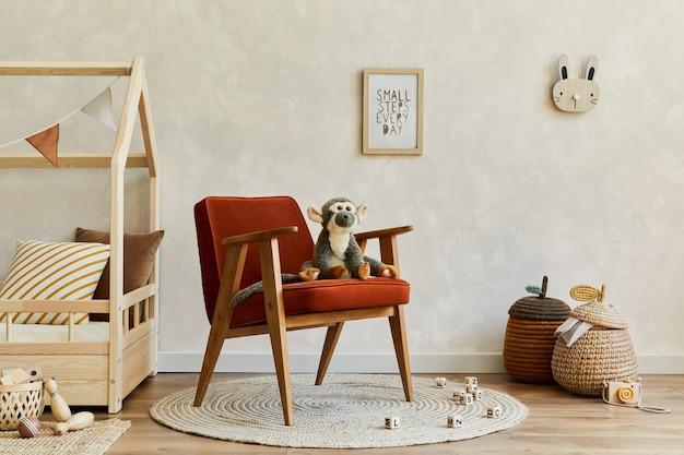Stylowa kompozycja przytulnego wnętrza pokoju dziecięcego scandi z czerwonym fotelemskopiuj przestrzeń szablon