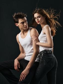 Stylowa młoda para mężczyzna i kobieta, relacje seksualne, kilka modeli