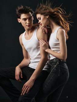 Stylowa młoda para mężczyzna i kobieta, relacje seksualne, kilka modeli.