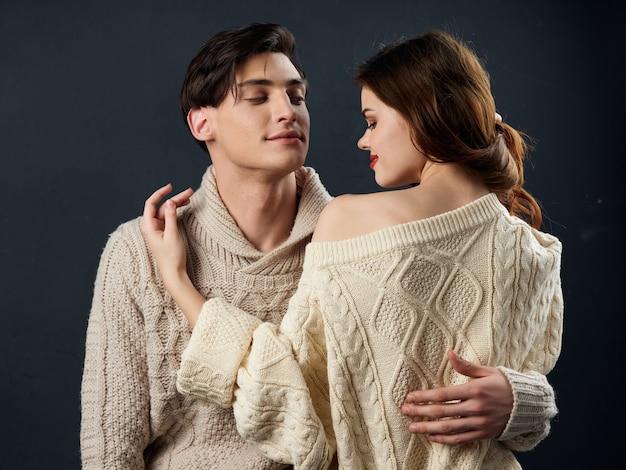 Stylowa młoda para mężczyzna i kobieta, relacje seksualne, para modeli,