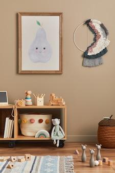 Stylowe skandynawskie wnętrze pokoju dziecięcego z zabawkami i meblami makiety ramki plakatowej
