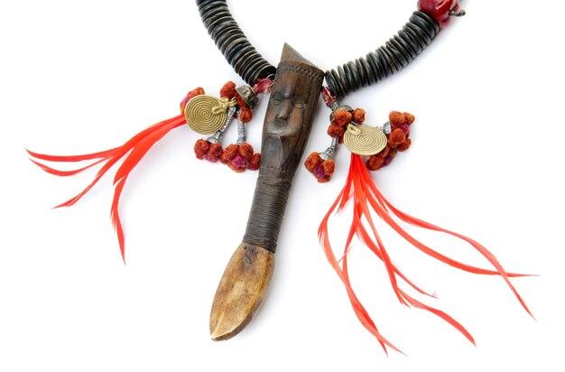 Stylowy czarnoczerwony naszyjnik