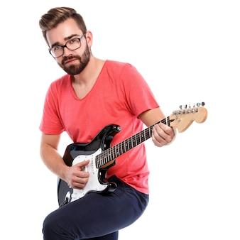 Stylowy facet z gitarą