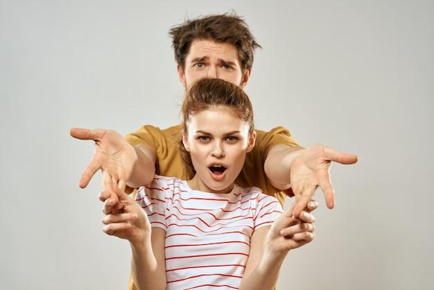 Stylowy i niechlujny mężczyzna i kobieta