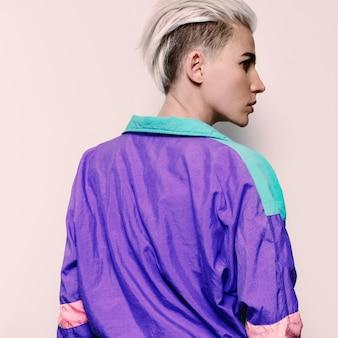 Stylowy model fryzury trend styl vintage rave