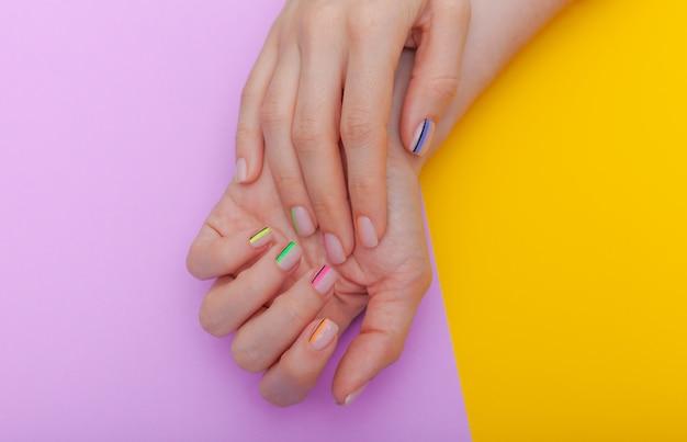 Stylowy modny manicure żeński.
