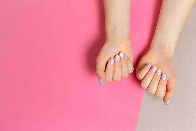 Stylowy modny manicure żeński