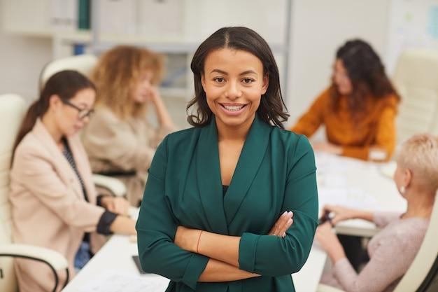 Stylowy portret african american businesswoman