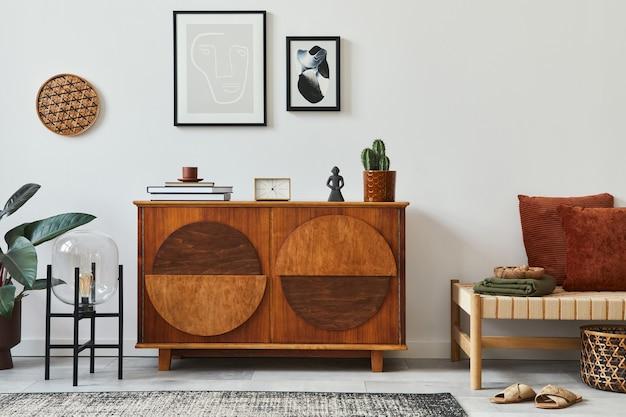 Stylowy salon z designerską komodą makiety ramki plakatowej i akcesoriami w nowoczesnym wystroju domu