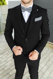 Stylowy wygląd, wygląd mody, wygląd mężczyzn, styl ślubu, koncepcja mody