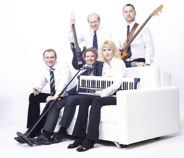 Stylowy zespół z instrumentami.izolowany na białym tle. ludzie i hobby