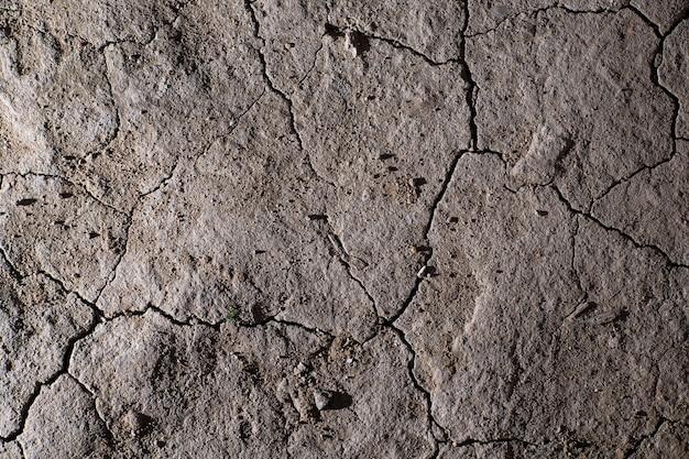 Sucha ziemia popękana tekstura. brak podlewania pustyni.